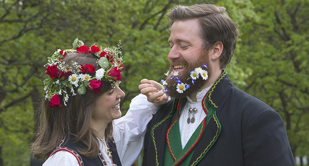 Feir 17. mai med fargerike blomster